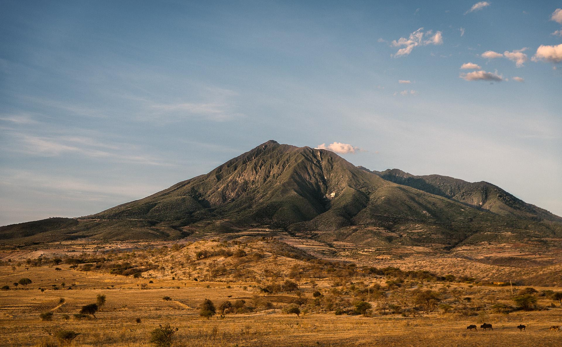 Mont Hanang, troisième plus haut sommet de Tanzanie, accéssible par la voie principale depuis la ville de Katesh